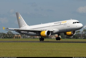 Vueling-Airbus-A320-200_PlanespottersNet_289373
